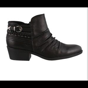BareTraps ankle boot. The Guenna. Western boot